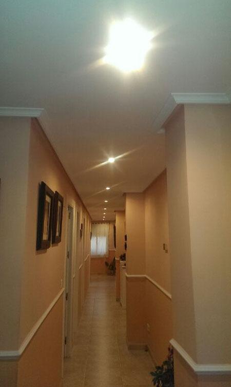 Iluminaci n en pasillos - Focos para salon ...